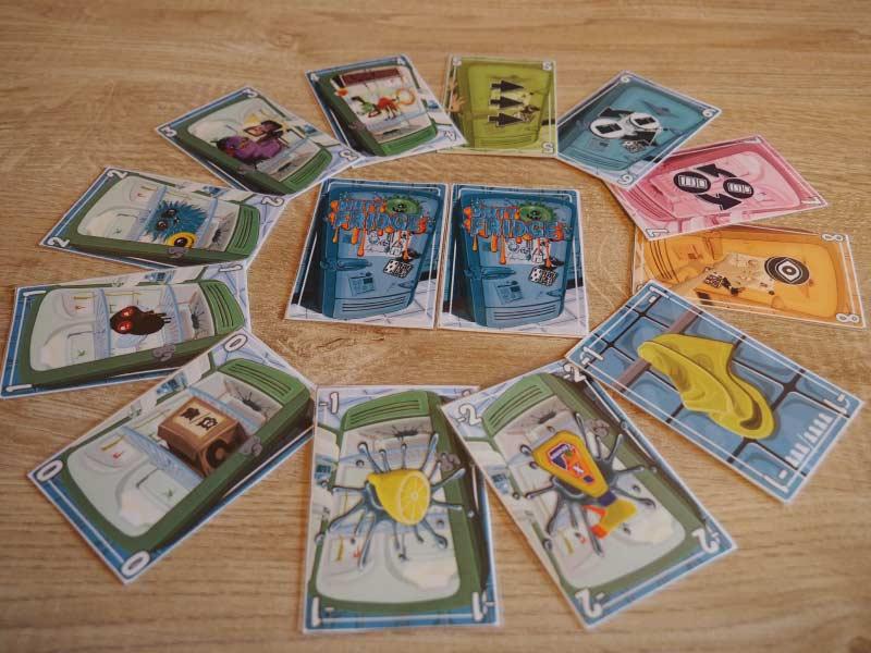 Dirty Fridge cuenta con 11 tipos de cartas de juego además de la bayeta