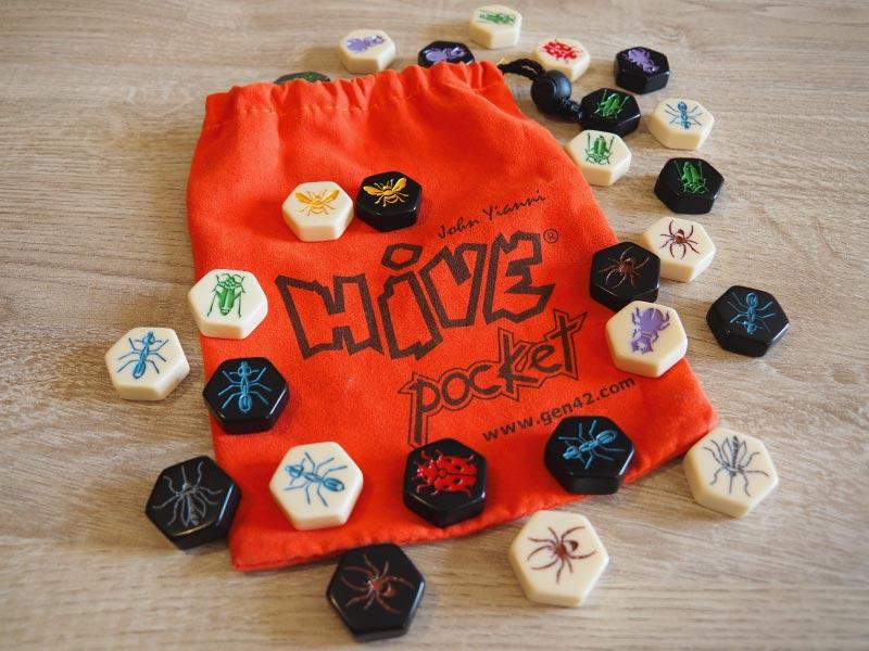 Componentes del juego de mesa Hive Pocket