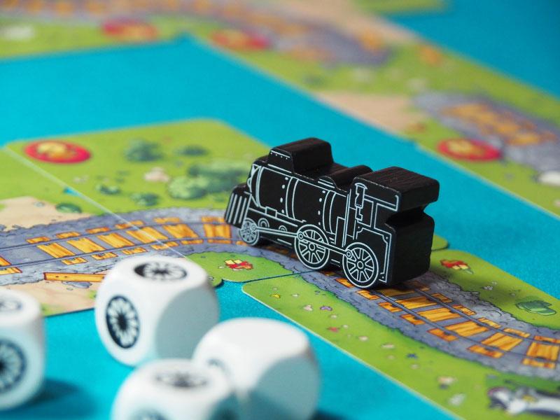 Detalle de la locomotora de madera