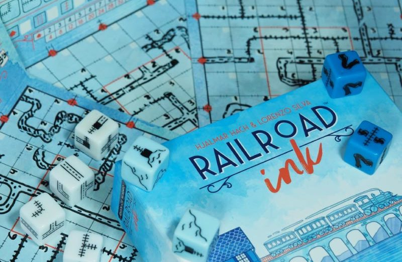 Railroad Ink azul, el juego de mesa de dados ferroviarios