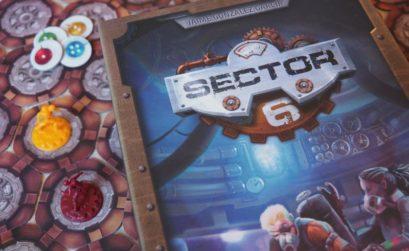 Portada y componentes del juego de mesa Sector 6 de Draco Ideas
