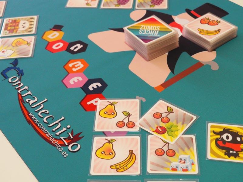 Echando una partida a juego de mesa con tapete