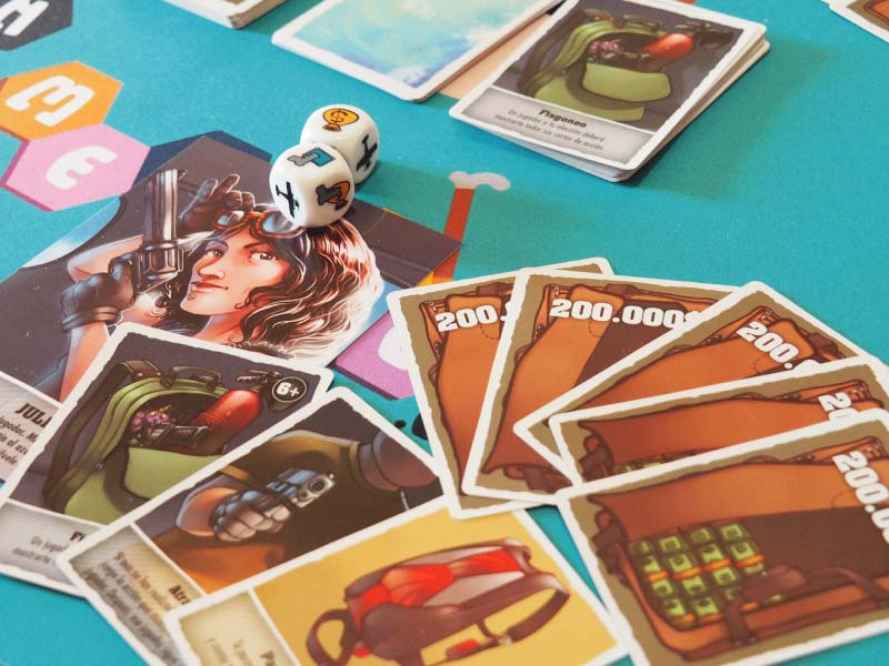 Mano de botín y cartas de acción de la jugadora Julia