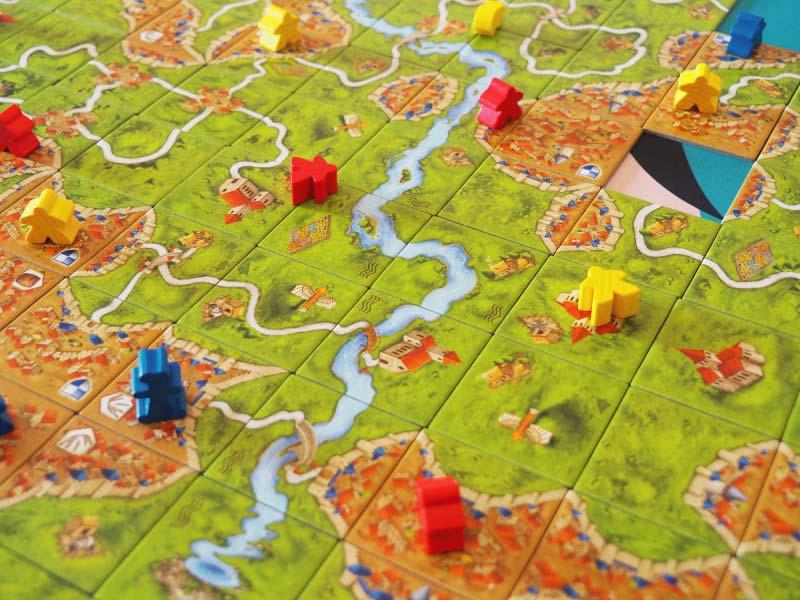 Colocaros estratégicamente para haceros con el control en Carcassonne Plus