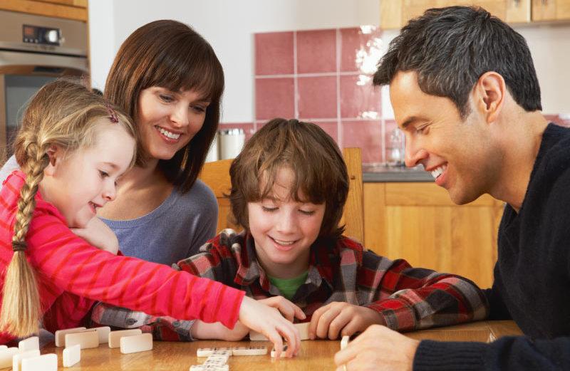 Los 5 mejores juegos de mesa familiares para divertirnos juntos