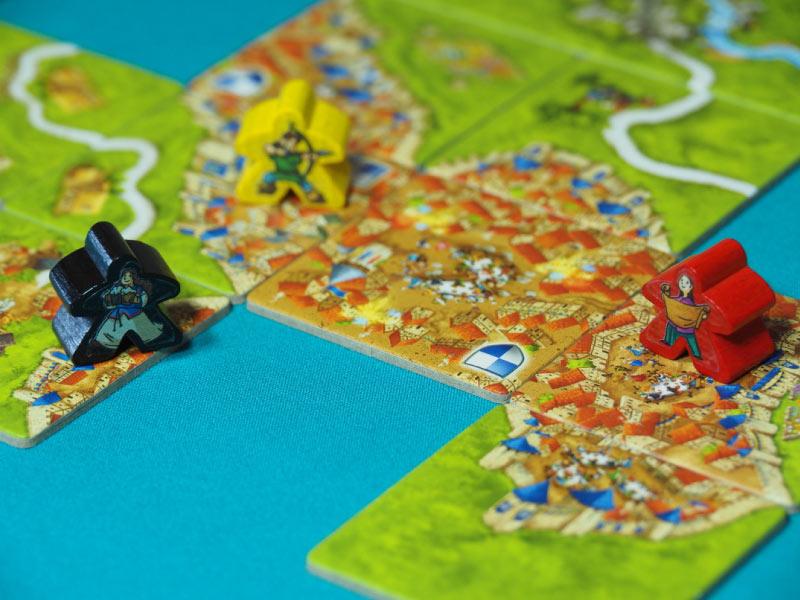 Se mantienen las reglas del juego base añadiendo alguna miniexpansión
