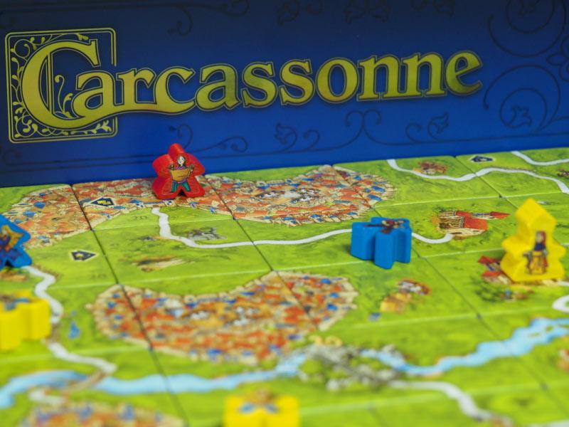Carcassonne 20º Aniversario cuenta con detalles con luz propia