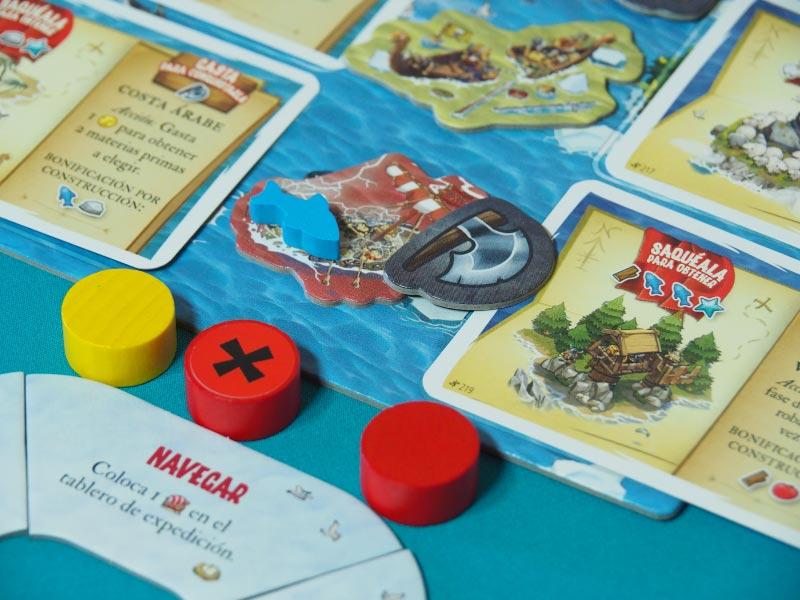 Barco, pez y hacha para conquistar una isla lejana
